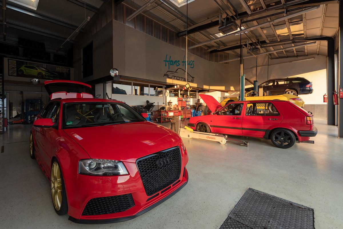 Hans Huss Autoservice Werkstatt von Innen Vorne
